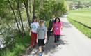 Jugendliche beim Müllsammeln